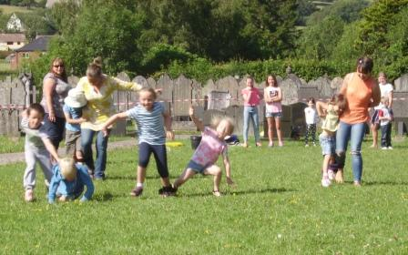 Learning how for the three legged race